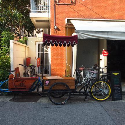 1階南側自転車関係のお店1